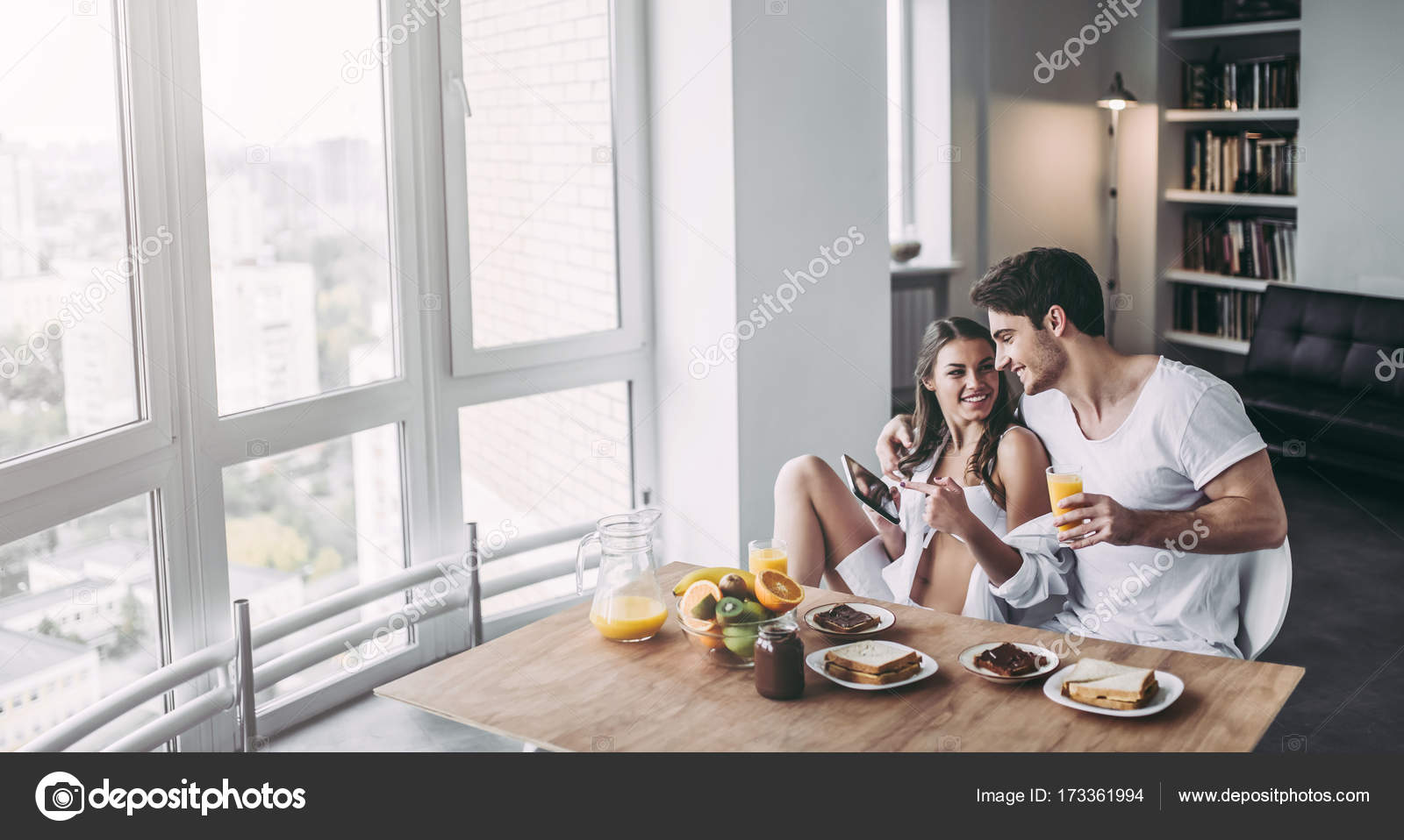 Couple on kitchen — Stock Photo © 4pmphoto@gmail.com #173361994