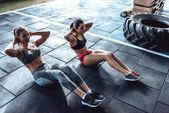 sportovní žen v tělocvičně