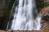 Il possente cascata Sutovsky