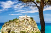 Photo Church of Santa Maria dellIsola in Tropea.