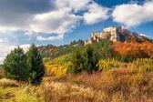 Fotografie Podzimní krajina s zřícenina středověkého hradu Lietava
