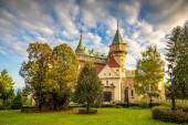 Středověký hrad Bojnice při západu slunce, Slovensko, Evropa.