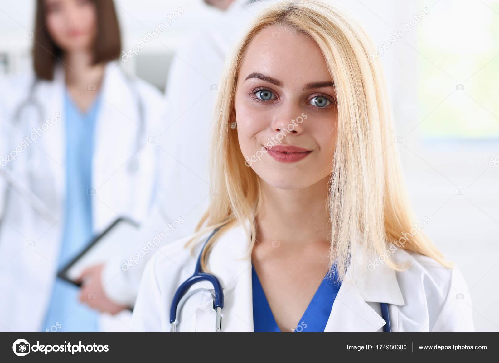 Красивые фото женщин врачей, она ползет к члену