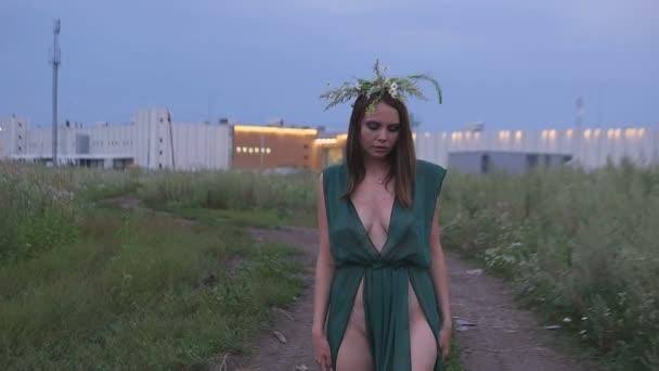 devushki-pered-kameroy-razdevaetsya-filmi-sami