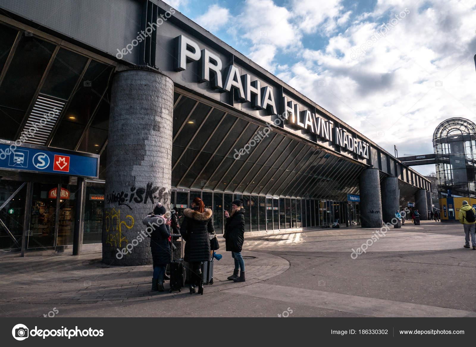 Prague Main Train Station – Stock Editorial Photo © tomhubacek #186330302