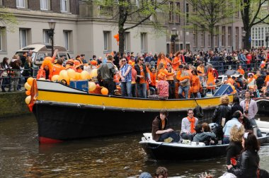 Canal traffic at Koninginnedag