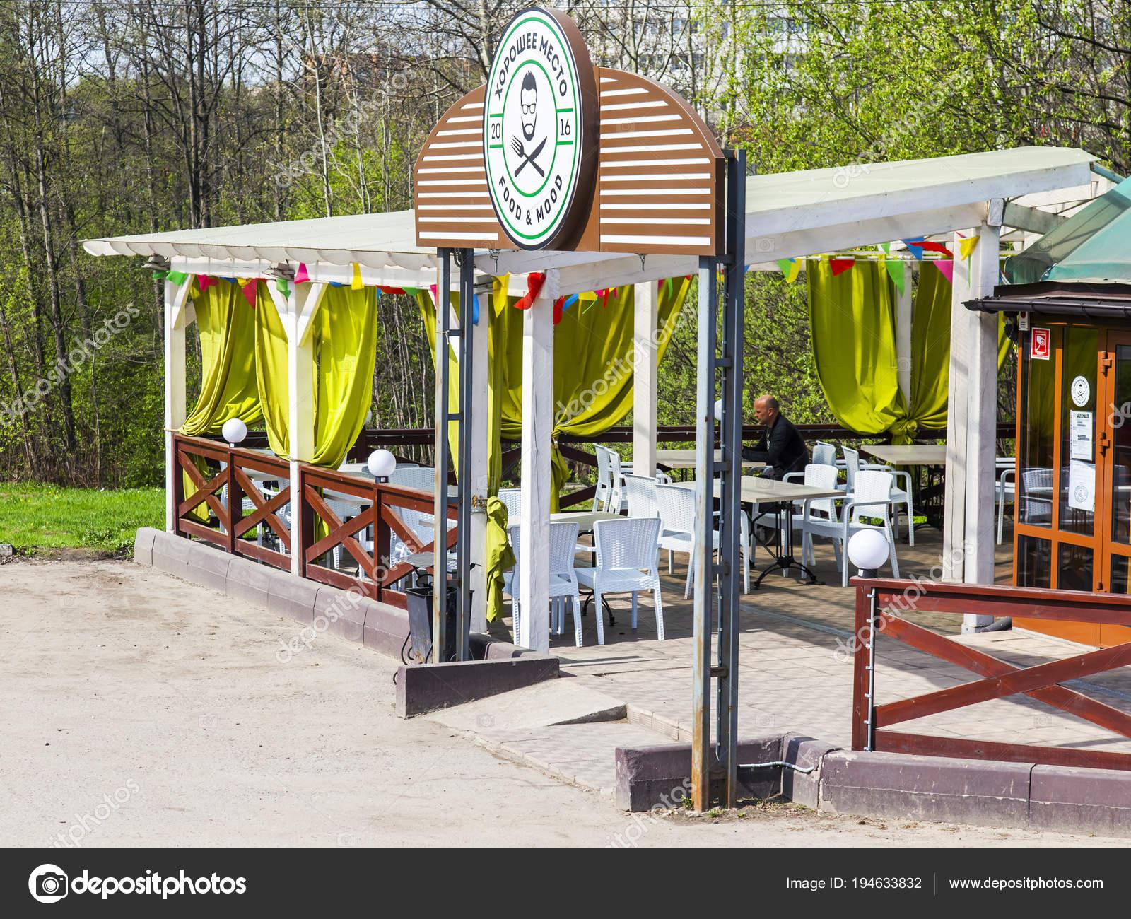 Pushkino Rusia Mayo 2018 Una Terraza Verano Café Cerca Del