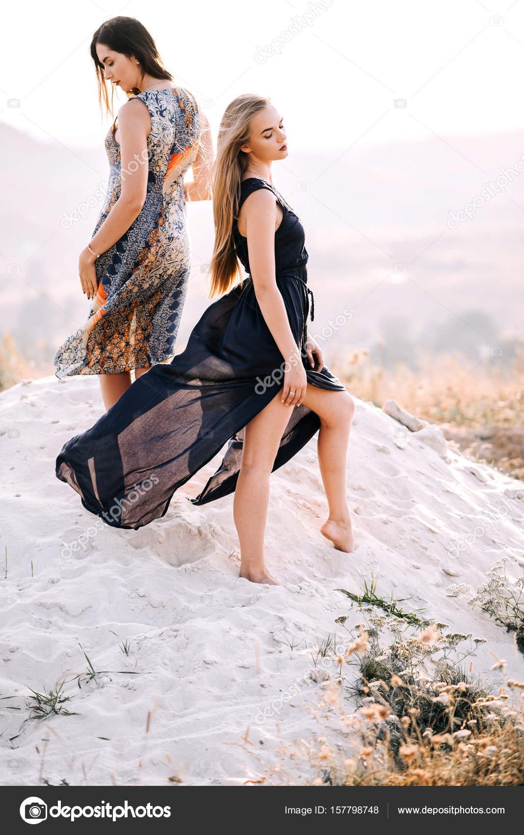 Девушки красиво ходят 1