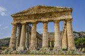 Fotografia Facciata dellantico tempio greco di segesta in Sicilia