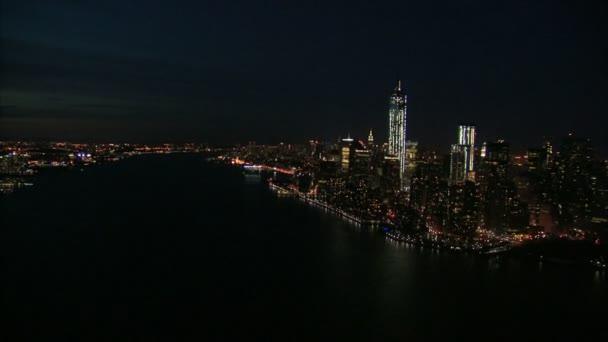 NYC pobřeží v noci