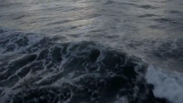 légi felvétel a nyílt tenger, a nap világít