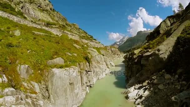 Letecký pohled na impozantní kaňon horské scenérie poklidné přírodní zázemí