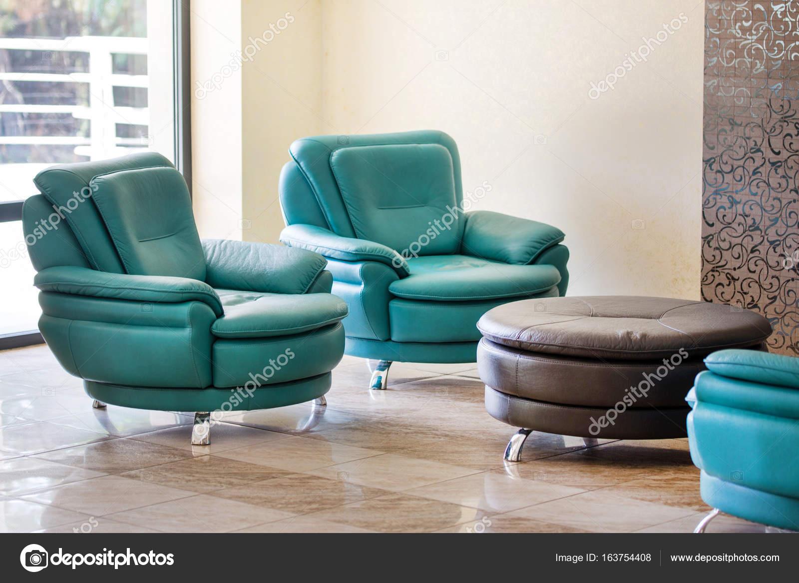 Lederen Fauteuils Modern.Comfortabele Moderne Luxe Lederen Fauteuils En Ronde Tafel