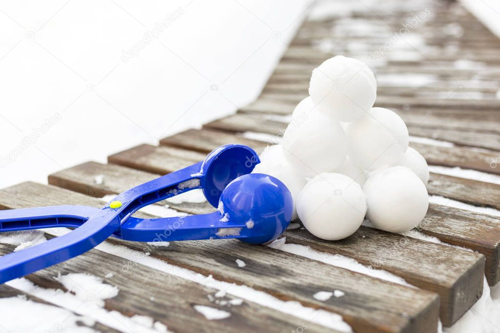 Snowball maker tool with set of ready snowballs .
