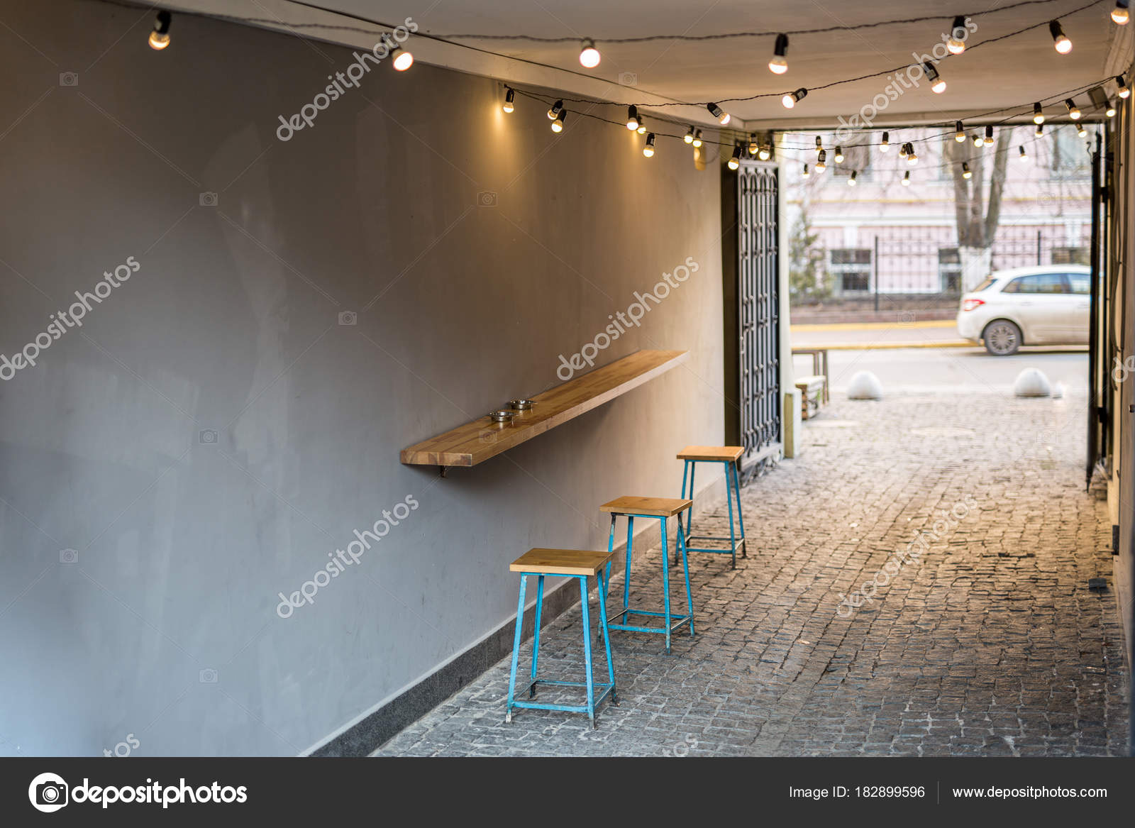 Hinterhof Des Alten Schabigen Gebaude Mit Einer Tabelle Cafe