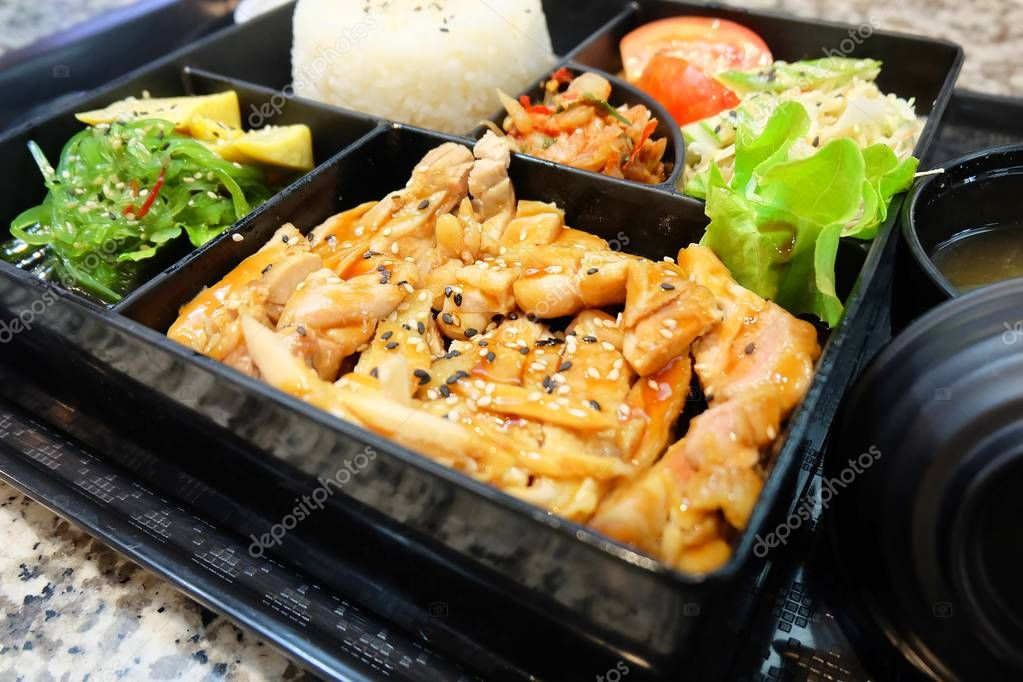 leckere japanische bento box mit teriyaki huhn stockfoto arayabandit 174955100. Black Bedroom Furniture Sets. Home Design Ideas