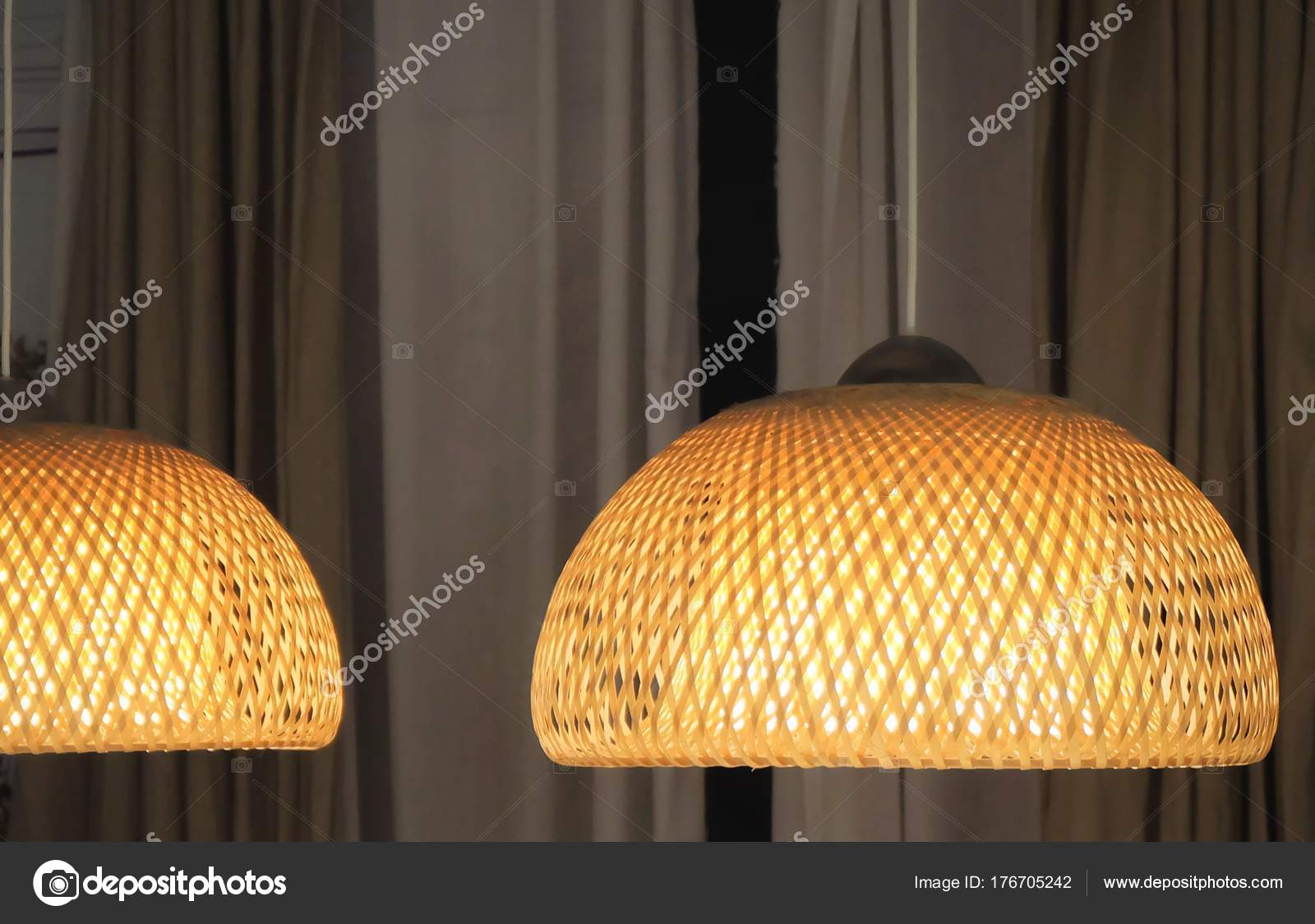 Luxe plafond bamboe lampen in de eetkamer — Stockfoto © Arayabandit ...