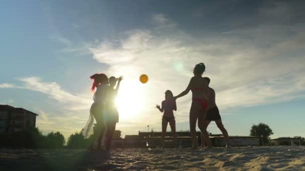 Meg a gyönyörű homokos strandröplabda játék