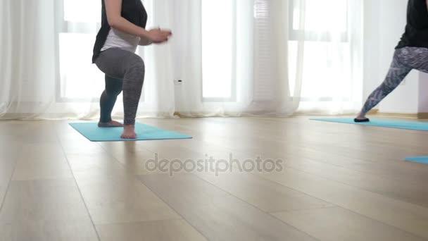 A nők jóga fedett csoportja