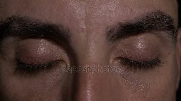 Zblízka s očima člověka ukazuje překvapení