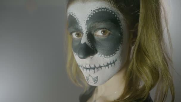 Portrait De La Poupée Maléfique Dune Possédée De Halloween Avec Le