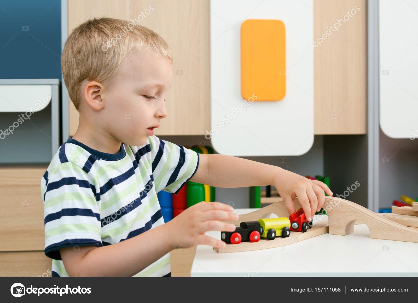 Imágenes Niños Jugando Juegos De Mesa Para Colorear Niño Niño