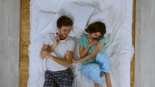 foto-polugolih-v-posteli