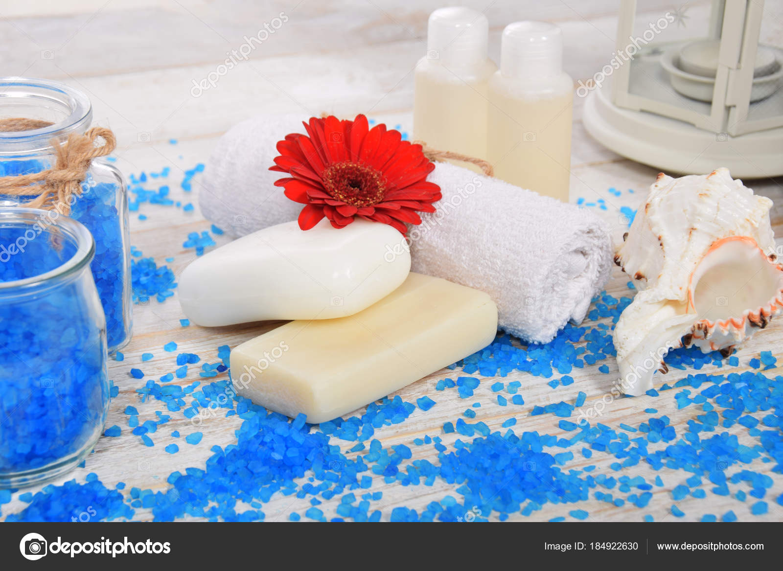 Red gerber flower with sea salt blue for bath and mini shampoo a — Stock Photo