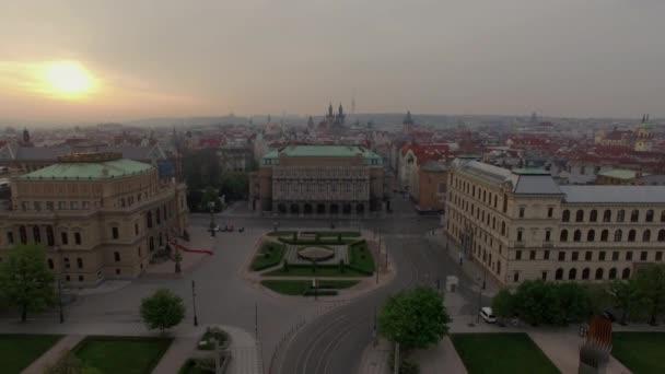 Letecký pohled na pražské náměstí Jana Palacha a Mánes most