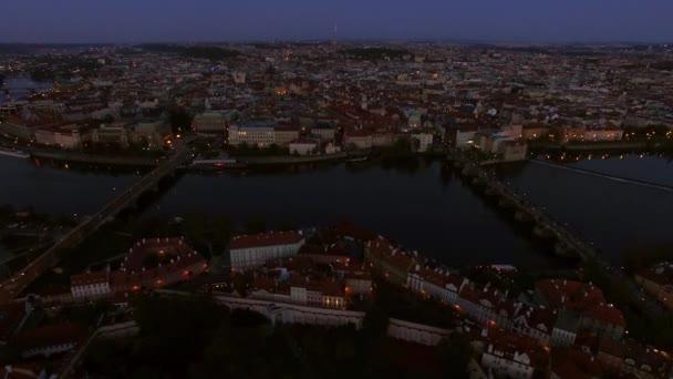 Letecký pohled na večerní Praha, Česká republika