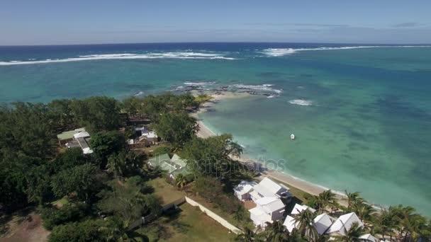 Letecký pohled na pobřeží ostrova Mauricius