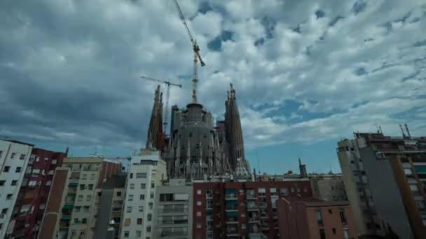 Timelapse Sagrada Familia v den, večer a v noci