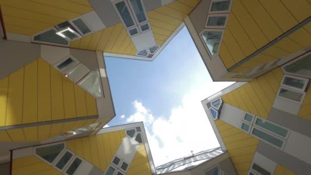 Krychle domy v Rotterdamu, rotační záběr
