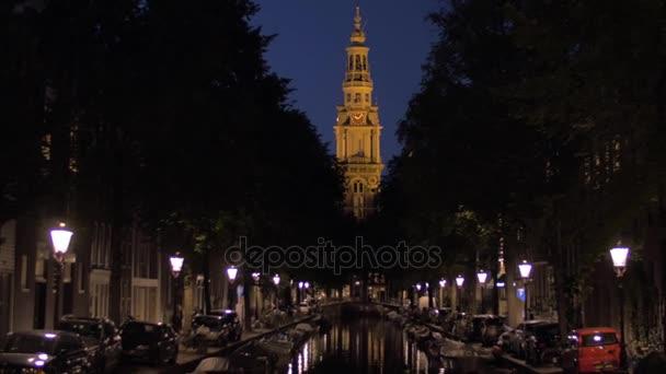 Slogan a Noční panoráma města Amsterdam