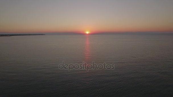 A légi felvétel a tenger a sunset pier
