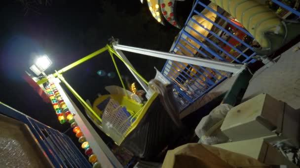 Noční zábavy s pirátskou lodí jezdit na fun veletrhu