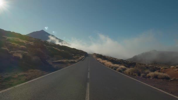 Krajina s horskou cestou a plachtění mraky, Tenerife