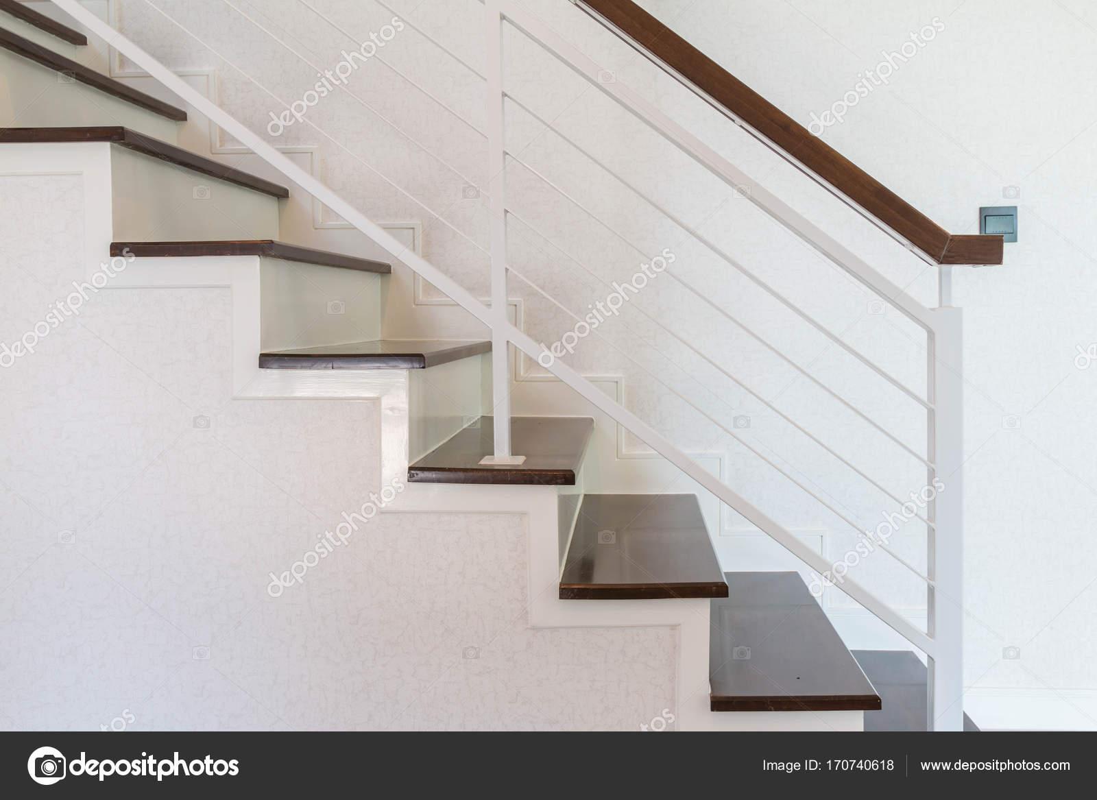 Haus Treppen Aus Holz Die Von Der Seite Gesehen Stockfoto