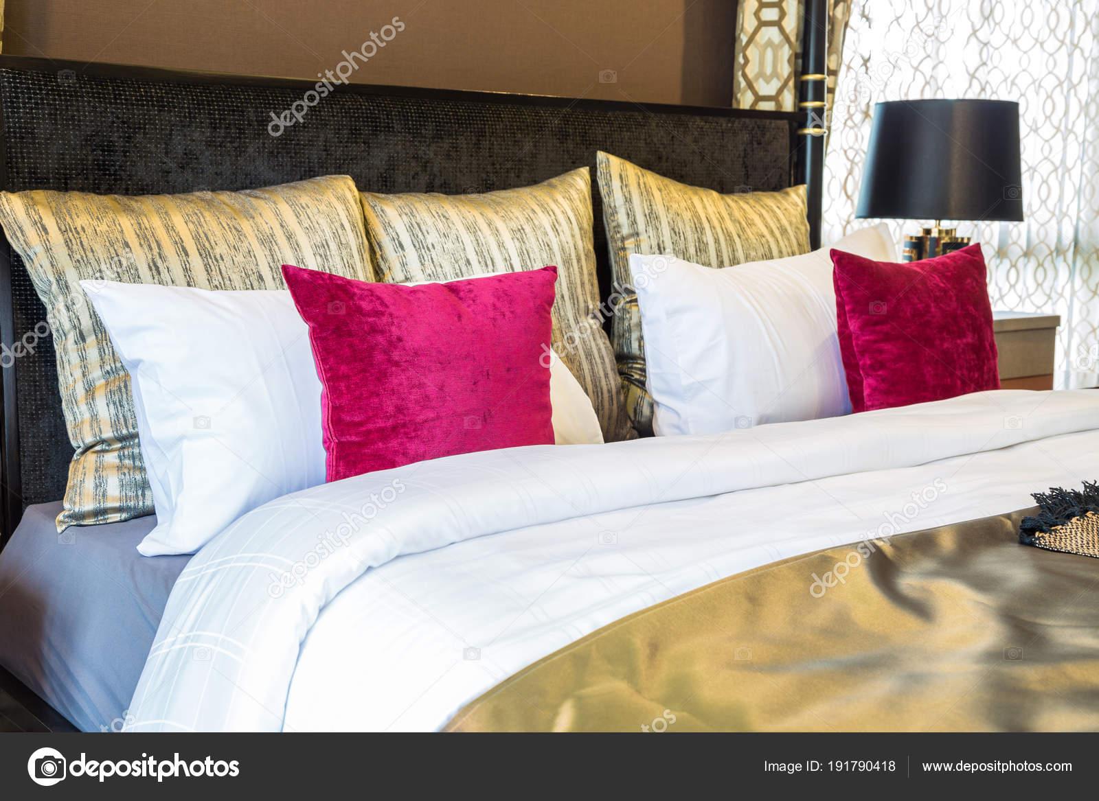 Camere Da Letto Rosse E Bianche : Unimmagine interno della camera da letto principale con colore