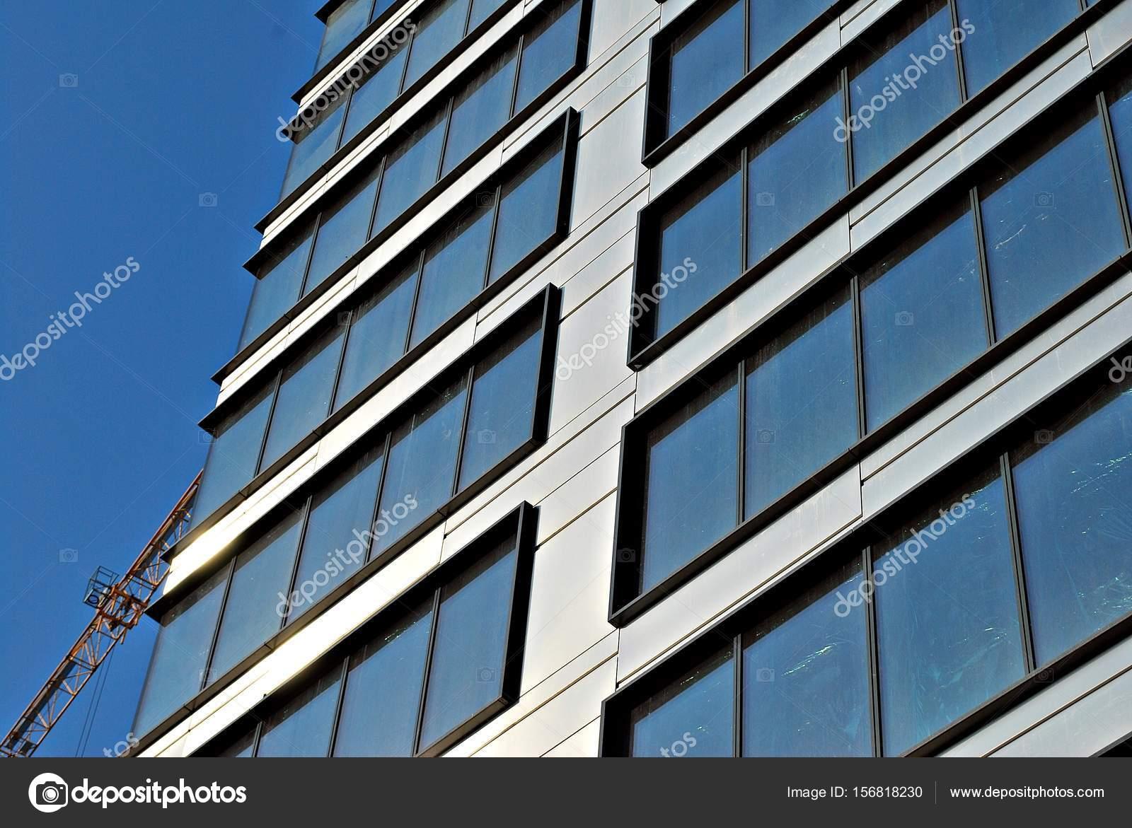 b timent moderne immeuble moderne avec fa ade de verre photographie grand warszawski 156818230. Black Bedroom Furniture Sets. Home Design Ideas