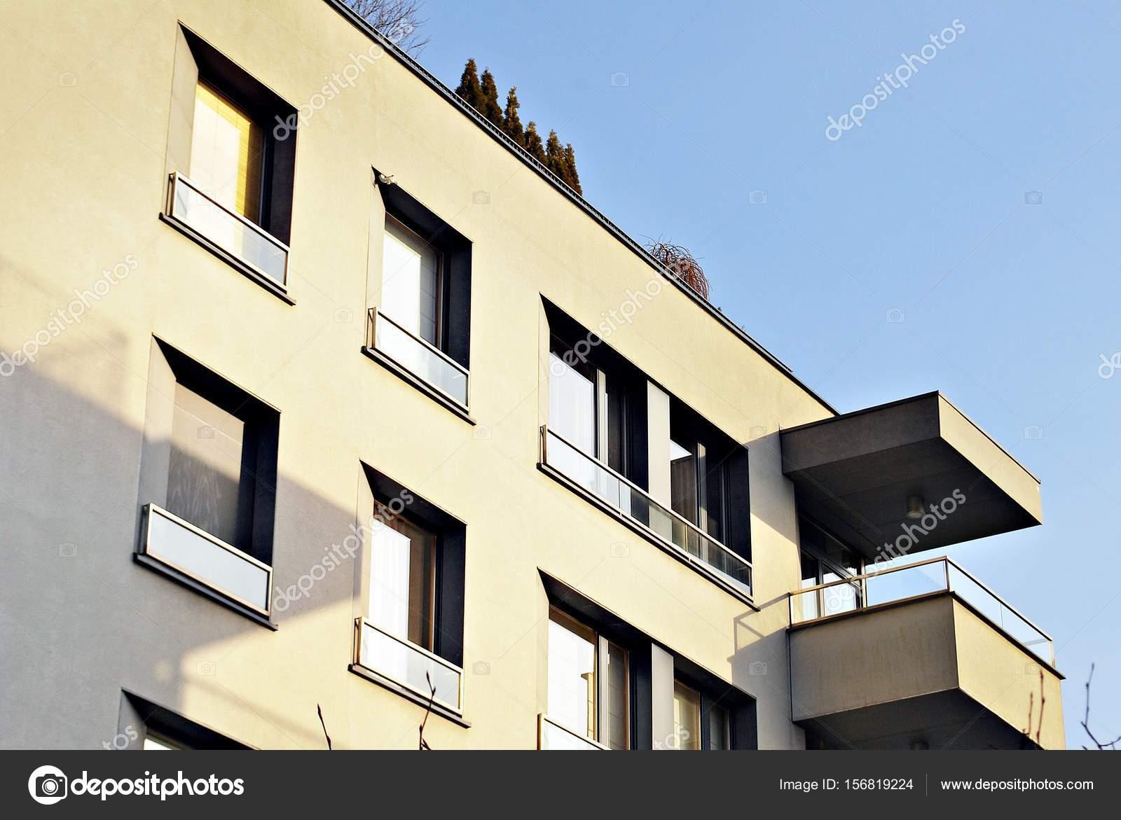 Moderne Wohnhäuser moderne wohnhäuser außenbereich stockfoto grand warszawa 156819224