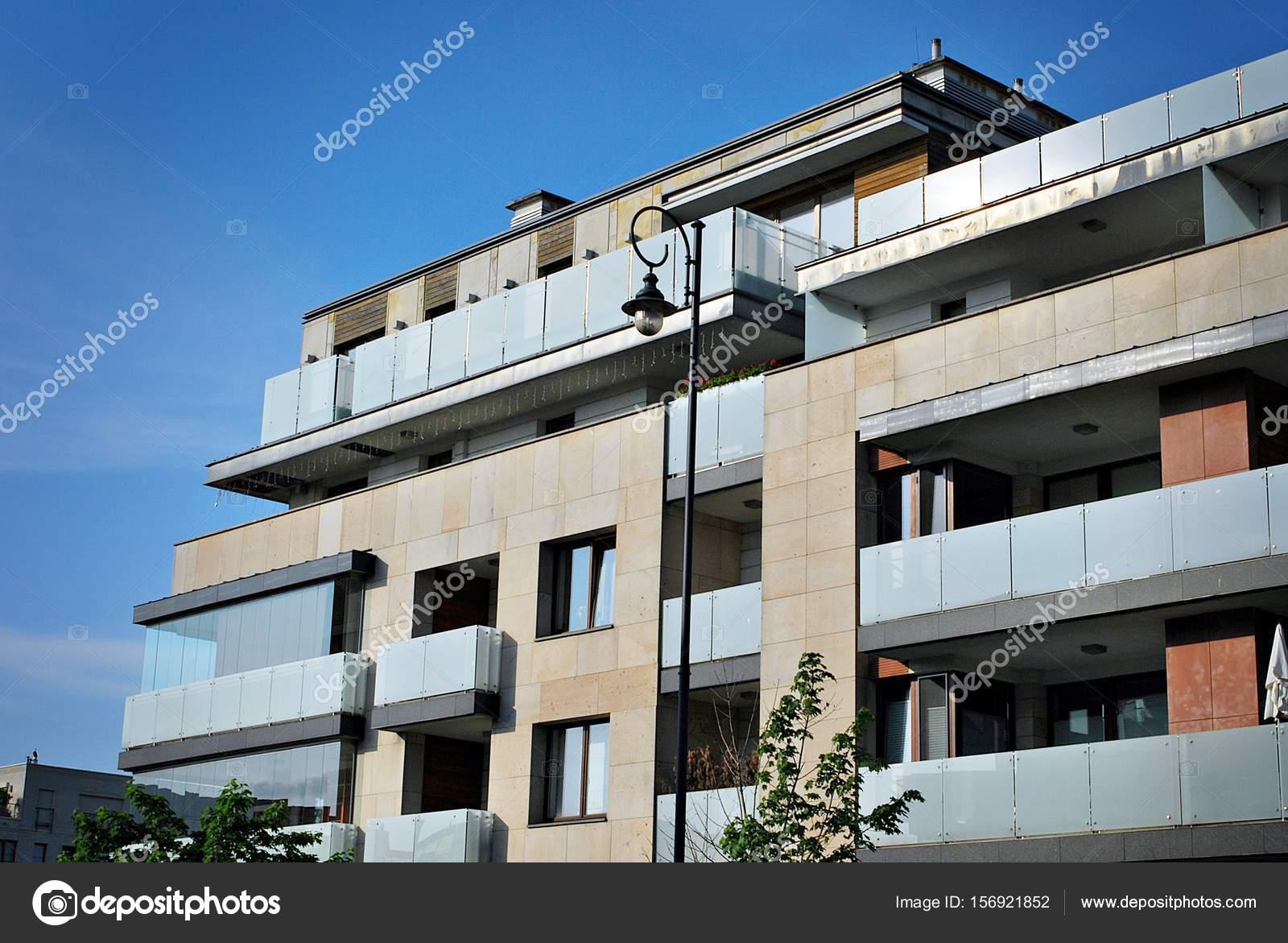 Attraktiv Architektonische Details Des Modernen Apartmenthaus U2014 Foto Von  Grand Warszawski
