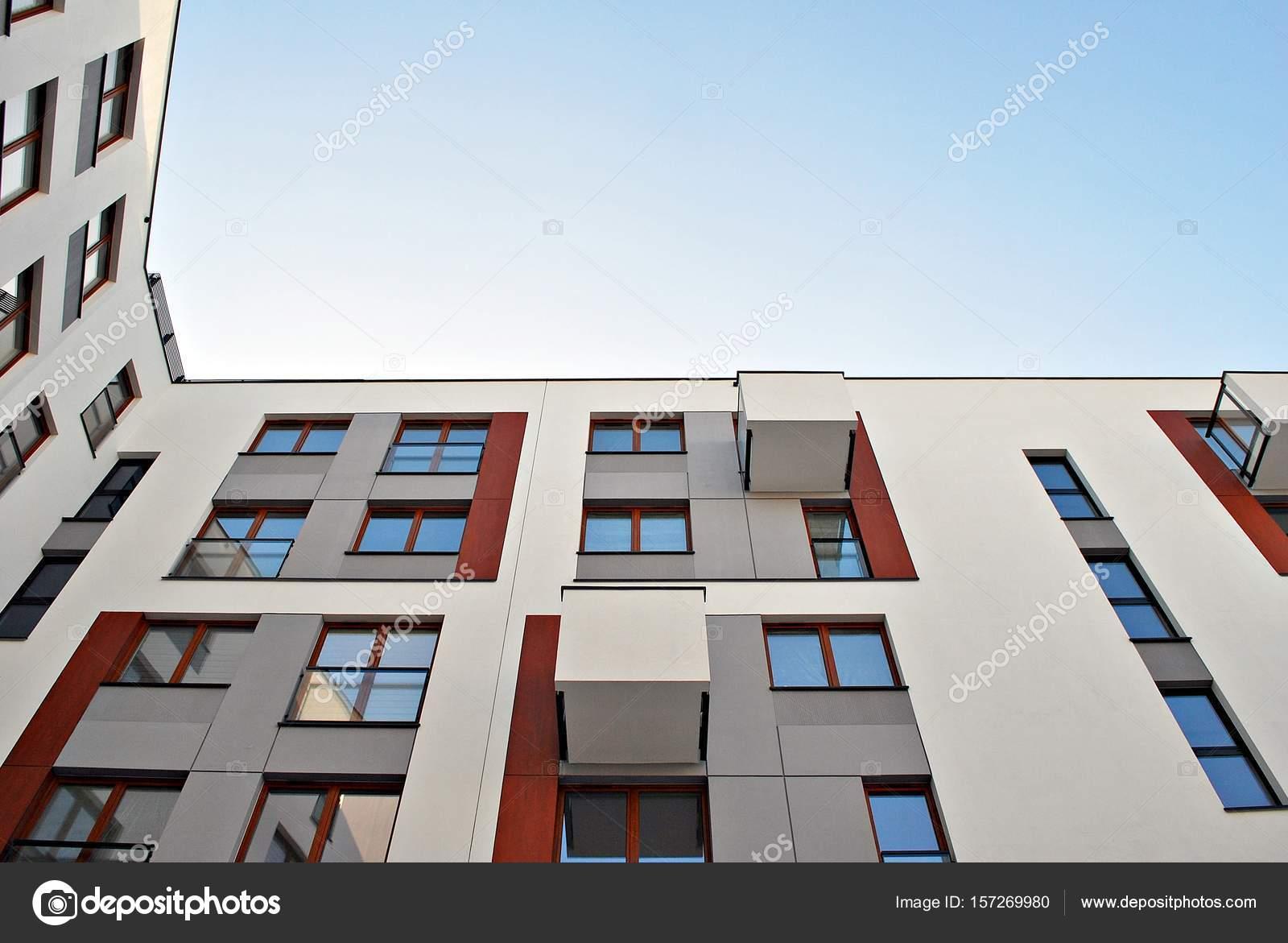 Moderne Wohnhäuser moderne wohnhäuser außenbereich stockfoto grand warszawa 157269980