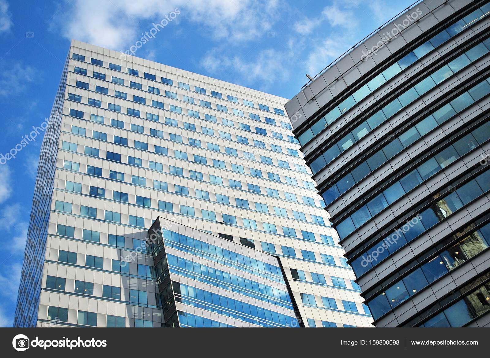 b timent moderne immeuble moderne avec fa ade de verre photographie grand warszawski 159800098. Black Bedroom Furniture Sets. Home Design Ideas