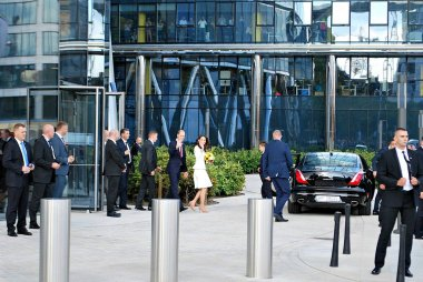 Prince William and Kate Middleton greeting crowds in Warsaw