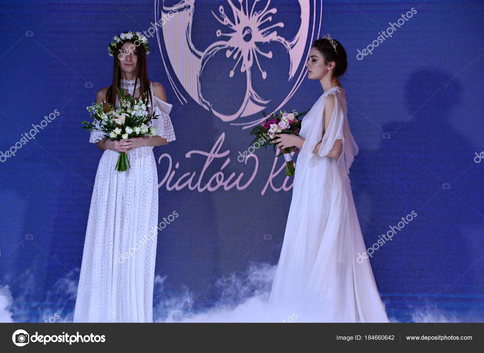 Ver a una mujer vestida de novia