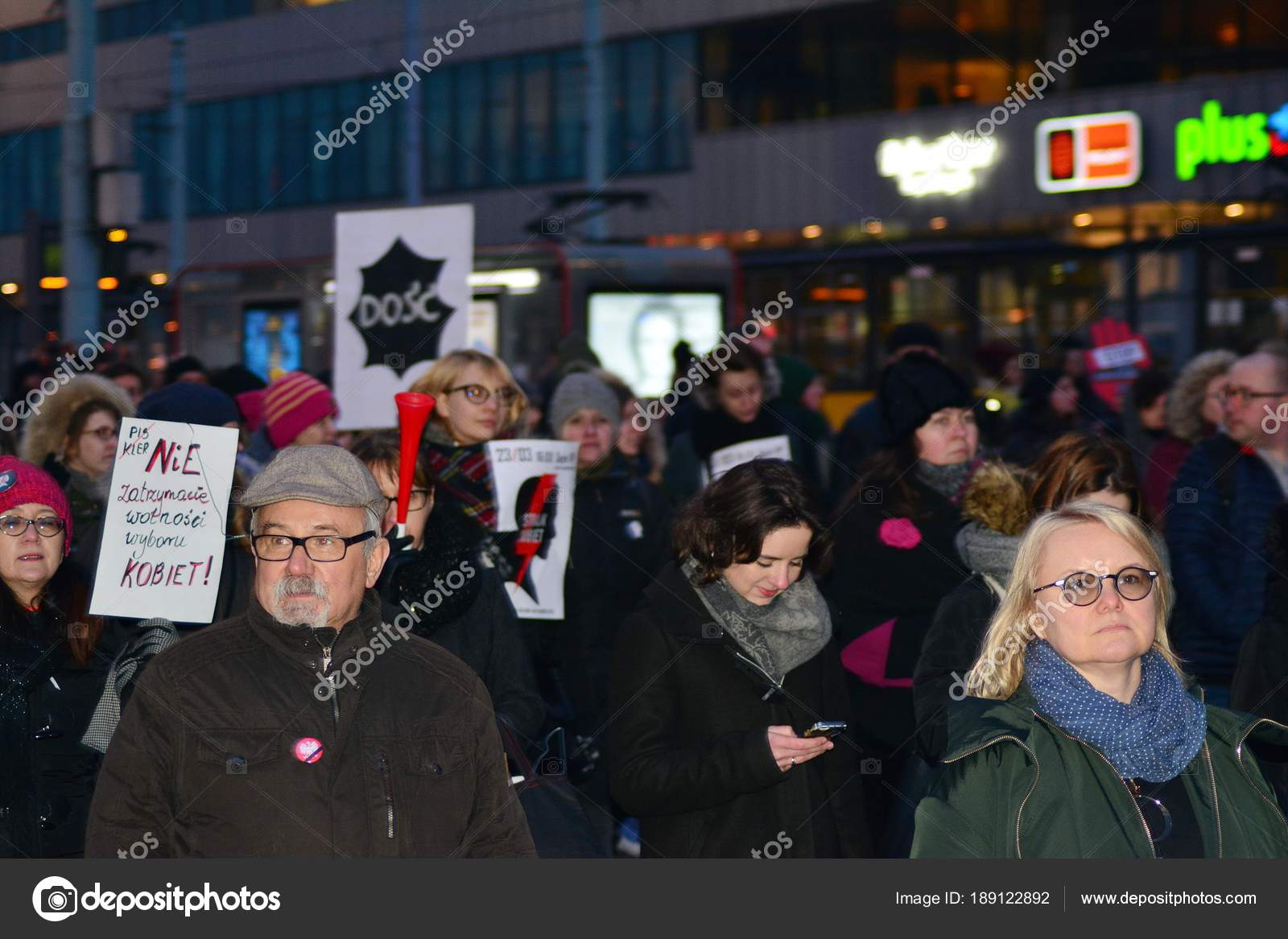 Tusentals i protest mot polsk abortlag