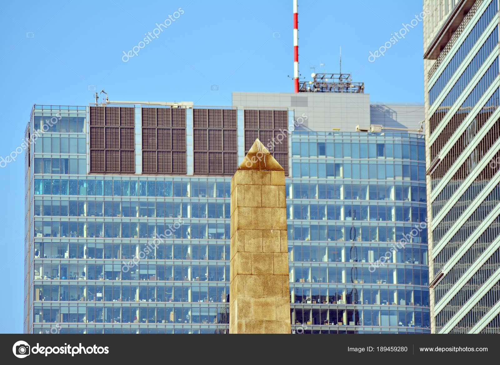 Extérieur immeuble bureaux moderne u2014 photographie grand warszawski