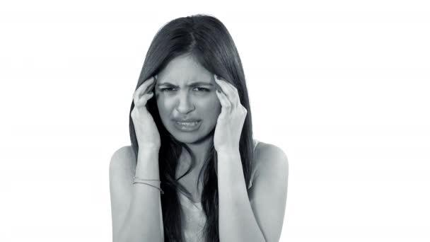Nő, nagyon erős fejfájás