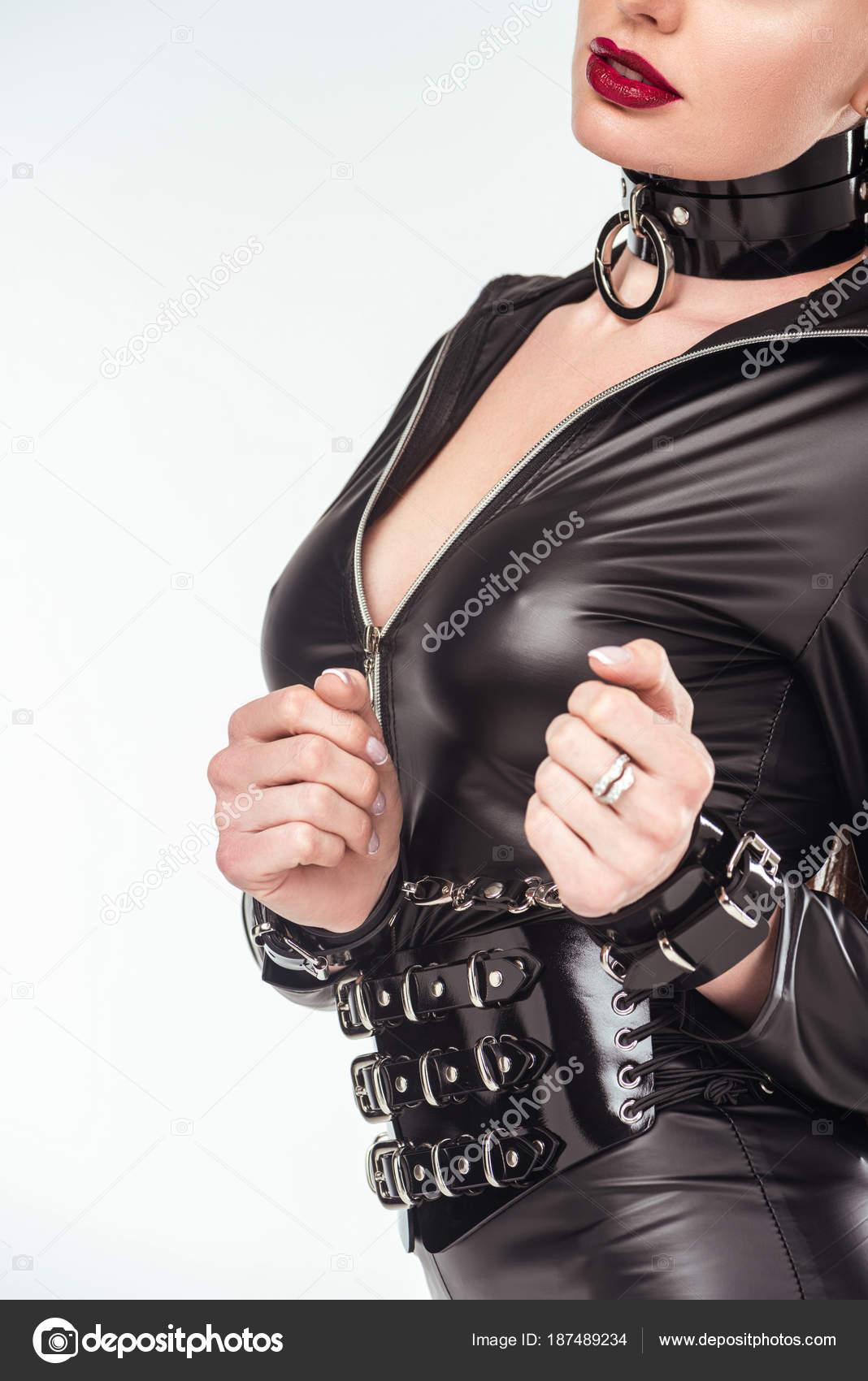 Девушка наручниках кожаном костюме смотреть видео